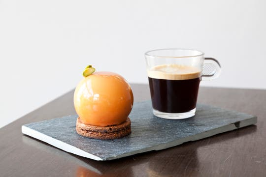 Caramel Mousse Ball, que se disfruta con el Grand Cru Arpeggio.