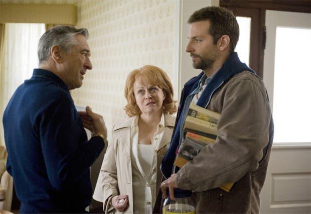Una escena del film El lado luminoso de la vida, donde se lucen De Niro y Cooper