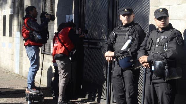Fotógrafos y seguridad, afuera