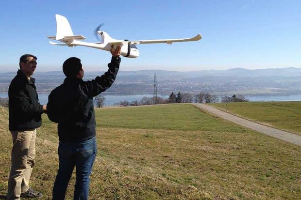 Miembros de la asociación ConservationDrones.org ponen a prueba en Suiza un vehículo no tripulado controlado a distancia