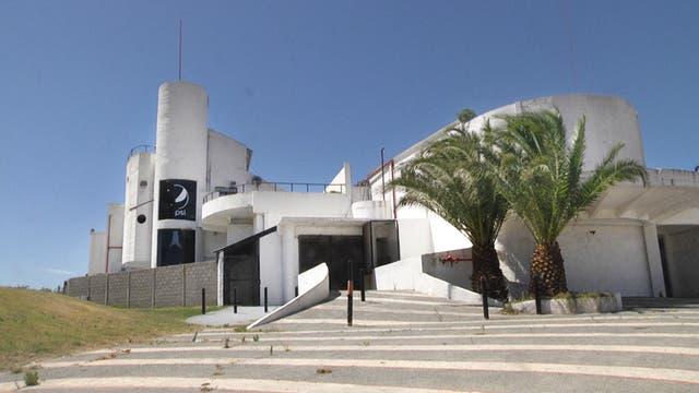 El mítico edificio donde por años funcionó el boliche Ku sigue firme y abandonado