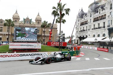 Lewis Hamilton prueba la pista de Mónaco.