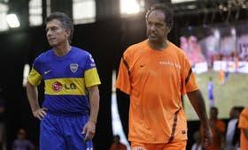 Mauricio Macri y Daniel Scioli compitieron en un partido de fútbol en Mar del Plata