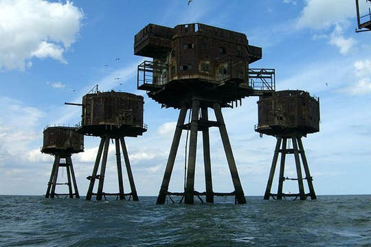 Las torres Maunsell de Reino Unido. Foto: Flickr/pjh