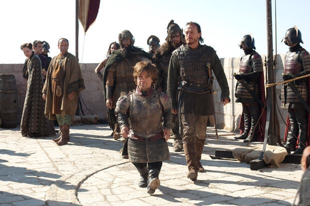 Tyrion Lannister es uno de los personajes centrales en las primeras temporadas, es el hermano de la reina