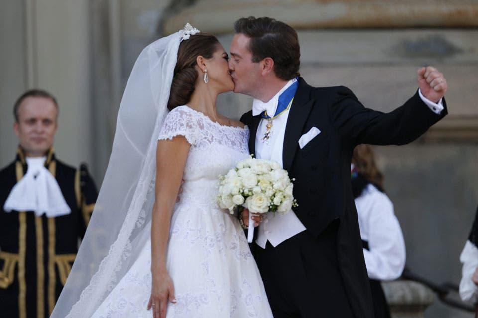 Los novios se besaron tres veces ante la multitud. Foto: /AP