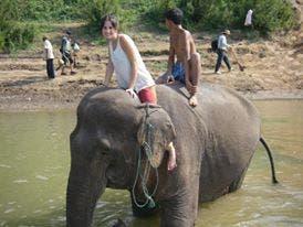 Macarena, en un viaje de visita a su padre en Tailandia