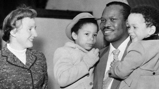 Ruth y Seretse tuvieron cuatro hijos. Uno de ellos, Ian, fue elegido presidente de Botswana en 2008