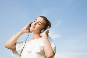 TOP (UMA, $1400), headphones (GATO STORE, $1090).