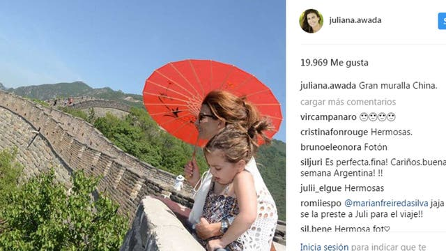Juliana Awada y su hija, Antonia en la Gran muralla China