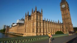 La Cámara de los Lores, la Cámara de los Comunes y el Palacio de Westminster ardieron casi por completo en 1834