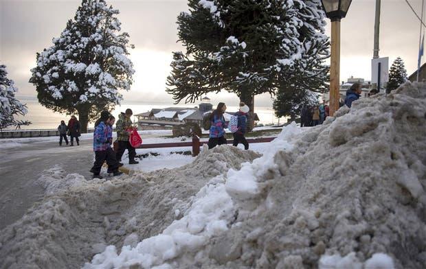 Ayer comenzaron las tareas de limpieza en las calles céntricas de Bariloche