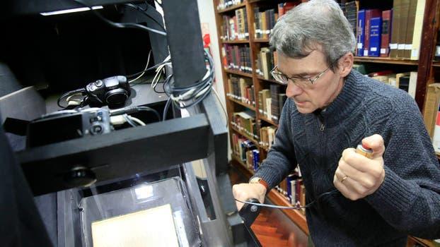 La Academia Argentina de Letras (AAL) digitalizando obras de su biblioteca. Foto: LA NACION / Rodrigo Néspolo