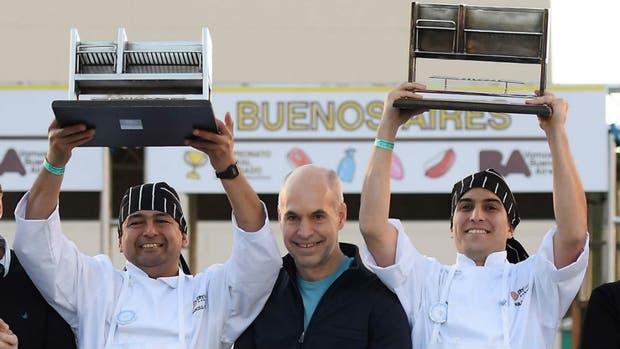 Los ganadores del campeonato, junto a Horacio Rodríguez Larreta