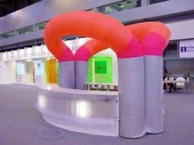 La firma inflate ideó desde stands y elementos de uso diario hasta espacios de grandes dimensiones