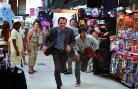 John C. Reilly y Diego Luna, en una secuencia del film
