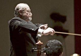 El director de la Sinfónica, Pedro Ignacio Calderón