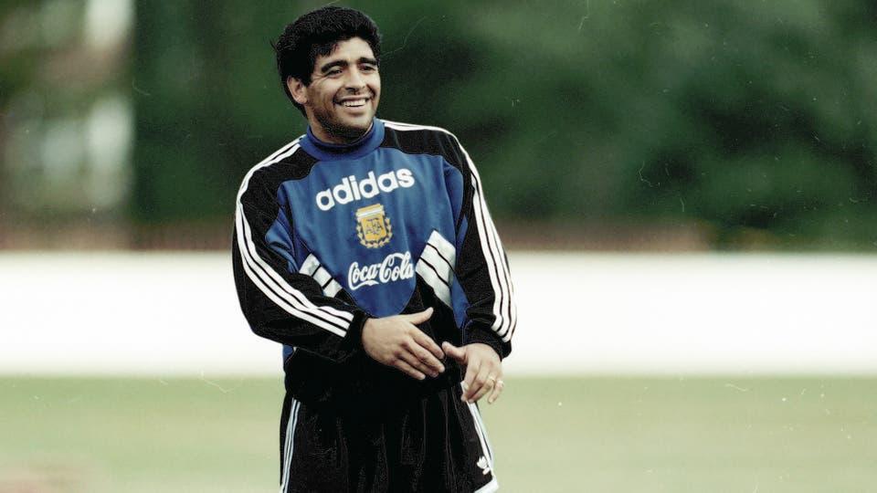 27-6-1994: las últimas horas con la ropa de la selección antes de la sanción de la FIFA. Foto: LA NACION / Francisco Pizarro