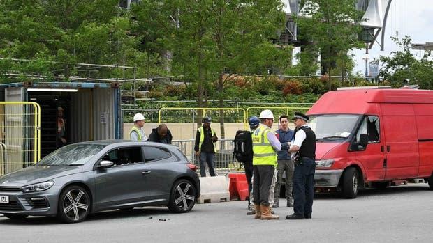 Policía detona camioneta abandonada cerca de embajada de EEUU — Reino Unido