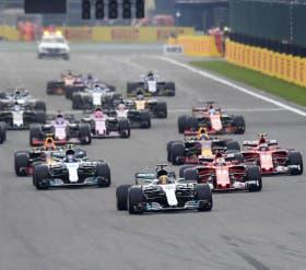 Hamilton pica en punta en Spa-Francorchamps, delante de Bottas y Vettel