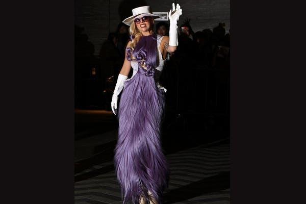 Lady Gaga estuvo en Hong Kong este año y lució un modelito de Le Mindu, ¿qué te parece?. Foto: Gentileza www.charlielemindu.com