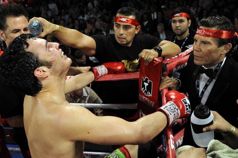 Tal como lo había prometido, Maravilla Martínez le dio una golpiza inolvidable al mexicano. Foto: AFP