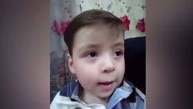 Omran, el niño sirio que fue símbolo de la guerra, está sano y contento