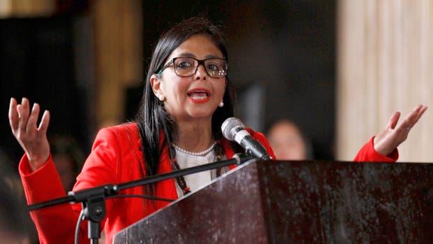 Delcy Rodriguez habla después de que la Asamblea Constituyente jure