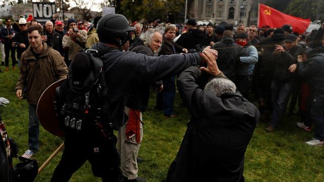 Golpes, sangre y arrestos: simpatizantes de Trump se cruzaron con opositores