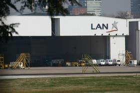 El jueves vence el plazo que le impuso el Orsna a LAN para desalojar el hangar de Aeroparque