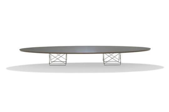 Un modelo de la mesa Charles Eames, similar a la que adquirió el vicepresidente. Foto: Colección SACIF