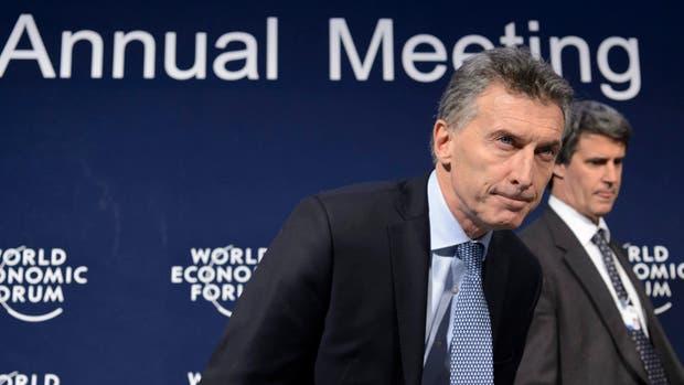 Macri ayer en Davos, ante la prensa internacional; lo acompañó Prat-Gay