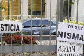 Se multiplican los pedidos de justicia frente al edificio donde vivía Nisman, en Puerto Madero