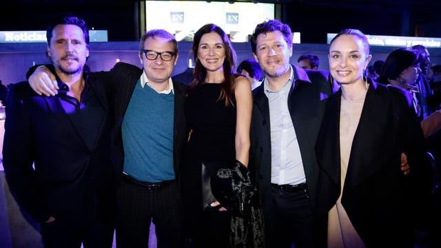 Lucas Bocchino, Axel Kuschevatzky, Andrea Frigerio y Damián Kirzner con su mujer. Foto: LA NACION