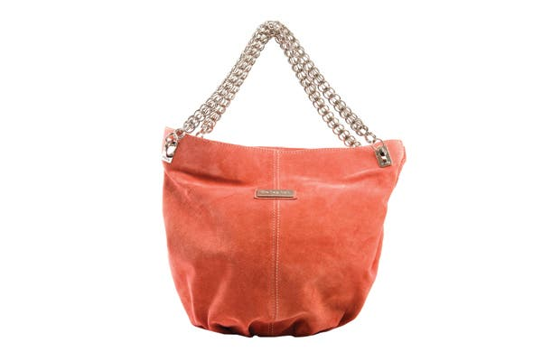 Gamuzada con cadena reforzada (The Bag Belt, $1040).