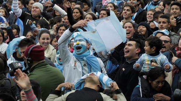 Los fieles hinchas argentinos, pese al mal momento del equipo