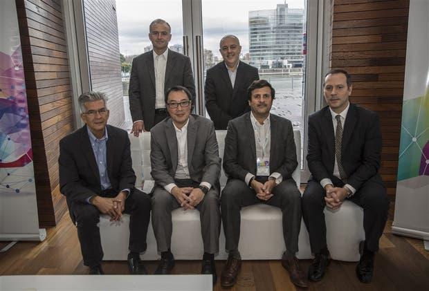 Orsei y Mascheroni (parados); Giraldo, Sakata, Girotti y Brinkmann