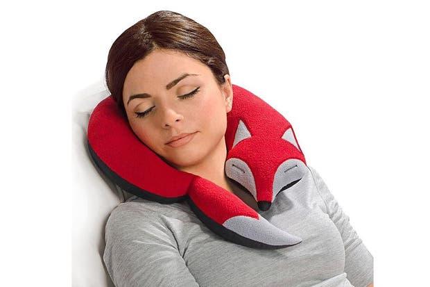 Este cuello de descanso con forma de zorro invita al relax.