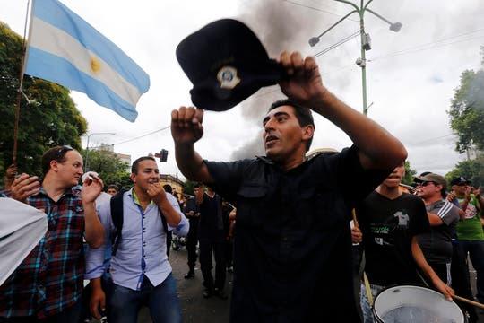 Policías protestan en La PLata. Foto: Reuters