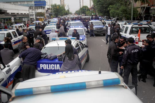 Policiías protestan en Mar del Plata. Foto: LA NACION / Diego Izquierdo