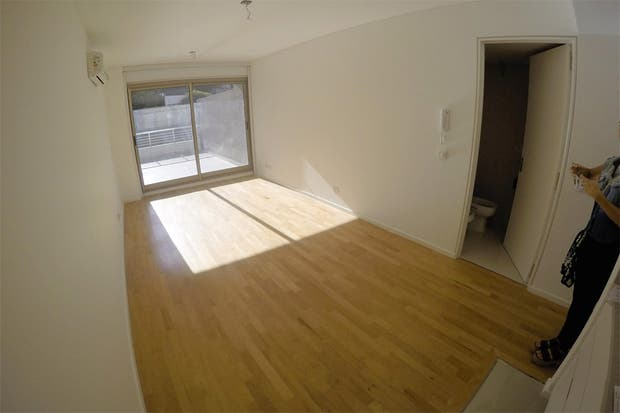 Foto 1 de 4   Caso 307   c mo lograr as un estilo minimalista en este  . Revista Living Decoracion Monoambientes. Home Design Ideas