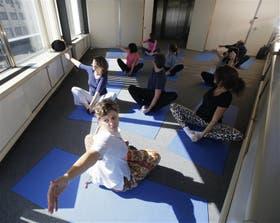 Una clase de yoga esta semana en la Jefatura de Gabinete