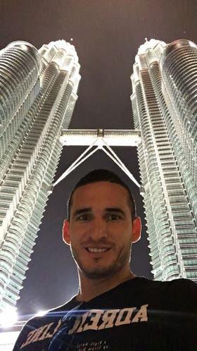 El último destino de la familia: Kuala Lumpur; Cellerino, en las torres Petronas