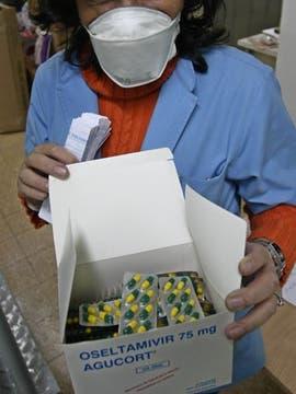 Alcohol en gel y barbijos, empiezan a aparecer entre los usuarios de subte y colectivos como primeras medidas ante la emergencia sanitaria. Foto: DyN