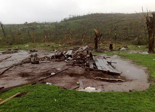 Tras el tornado que asoló el noreste de la provincia, las consecuencias fueron registradas por los lectores de lanacion.com. Foto: Amadeo Barrios