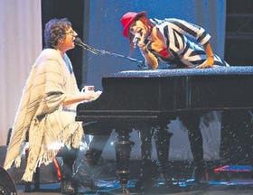 Charly y el piano, la alianza que le dio al músico sus mejores resultados. Aquí con Hilda Lizarazu, una de sus incondicionales