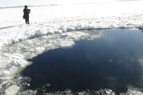Científicos rusos investigan los restos que dejó el meteorito
