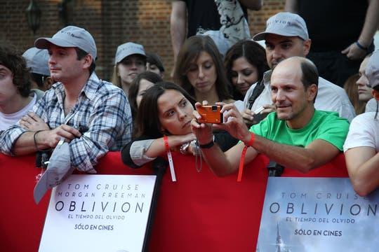 Seguidores de Tom, cámara en mano. Foto: LA NACION / Matias Aimar