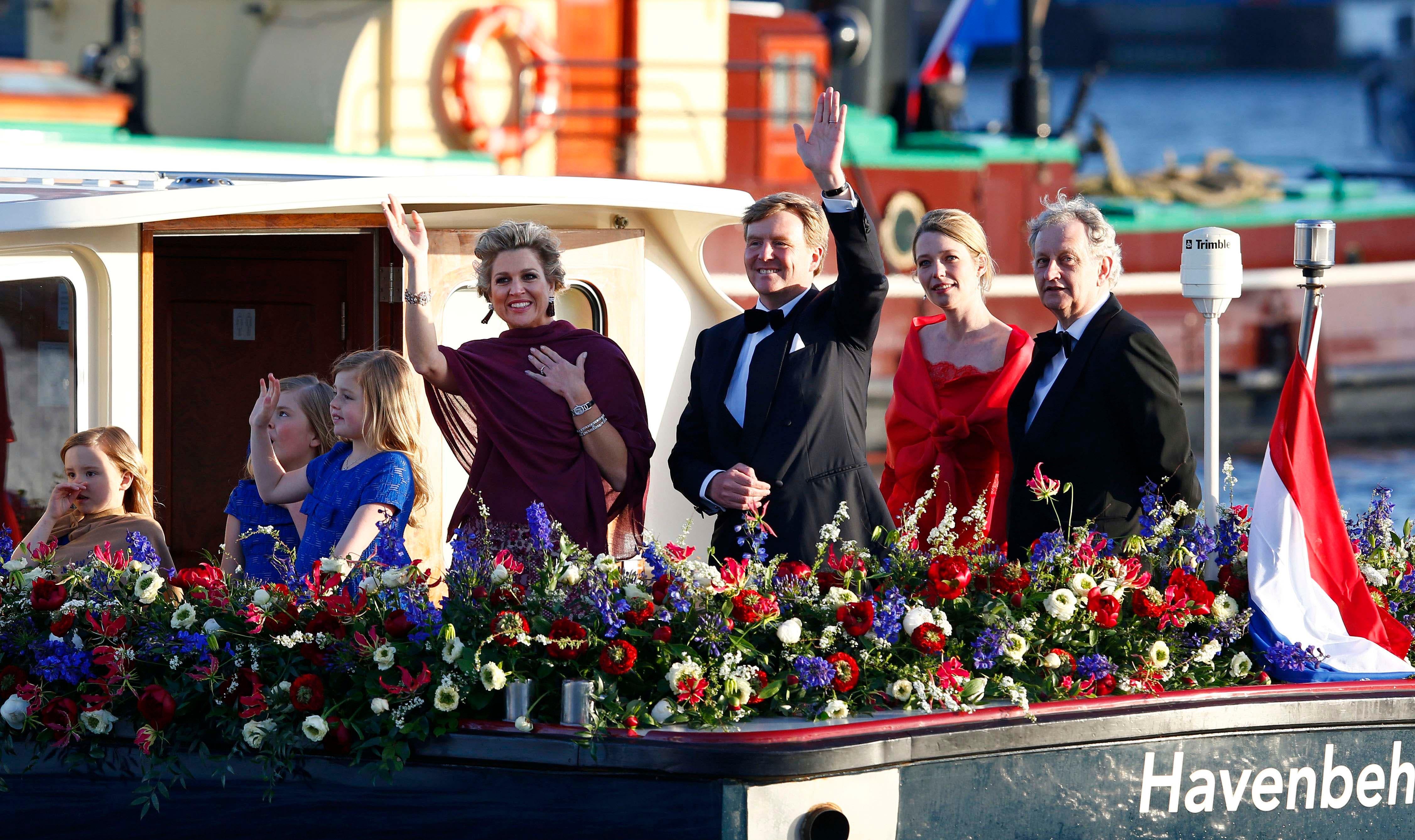 La familia real durante el paseo en barco. Foto: /AP