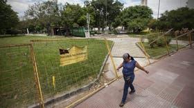La Plaza de los Periodistas, en Nazca y Páez, con valla de obra, pero sin cuadrillas